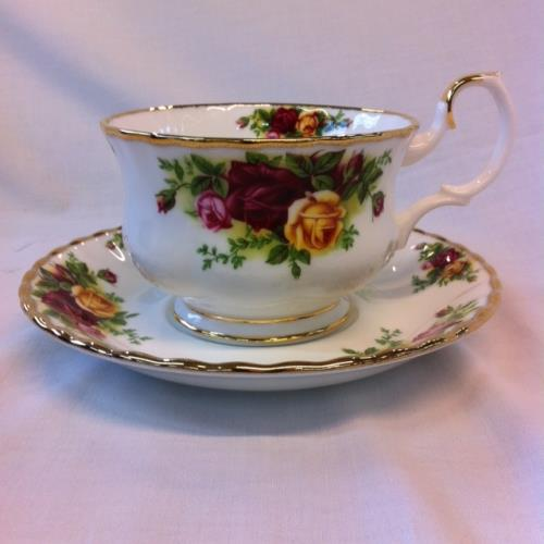 Royal Albert taza + plato desayuno Old Country Roses
